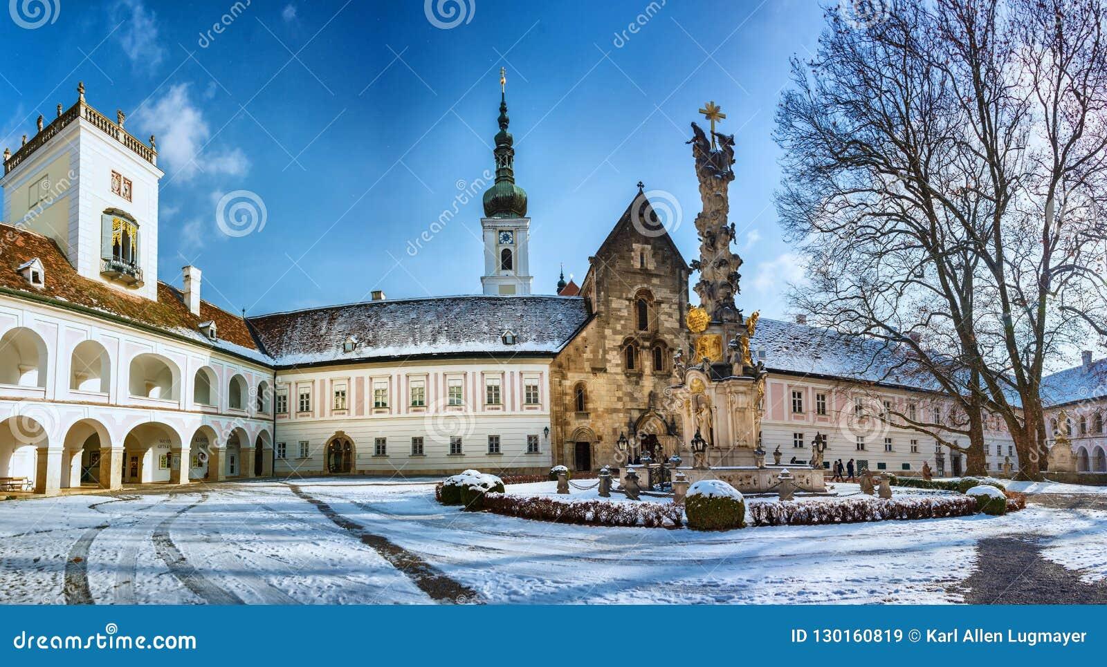 拱道和海利根克罗伊茨修道院的内在围场