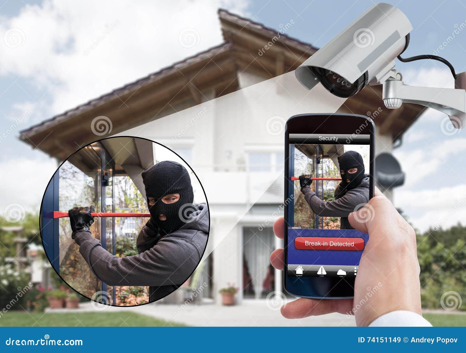 拿着手机的人手查出夜贼