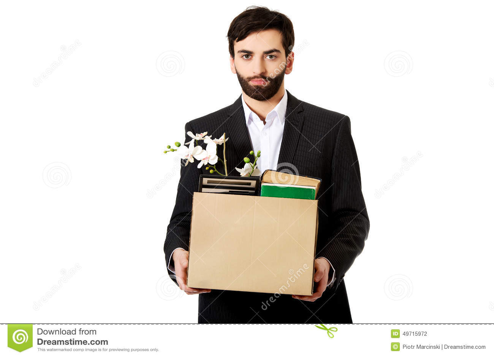 拿着有个人财产的商人箱子
