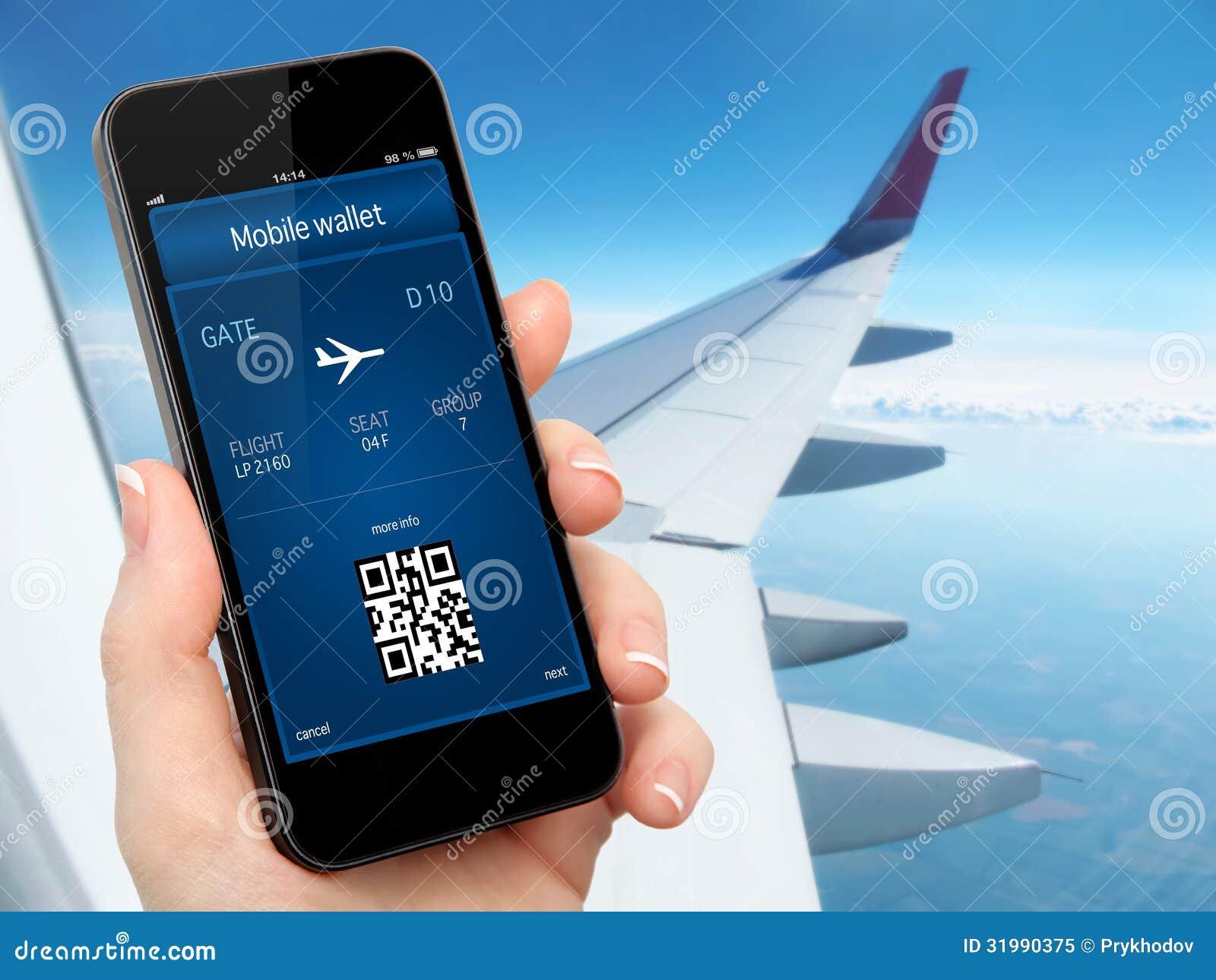 拿着有流动钱包和飞机票的妇女手电话