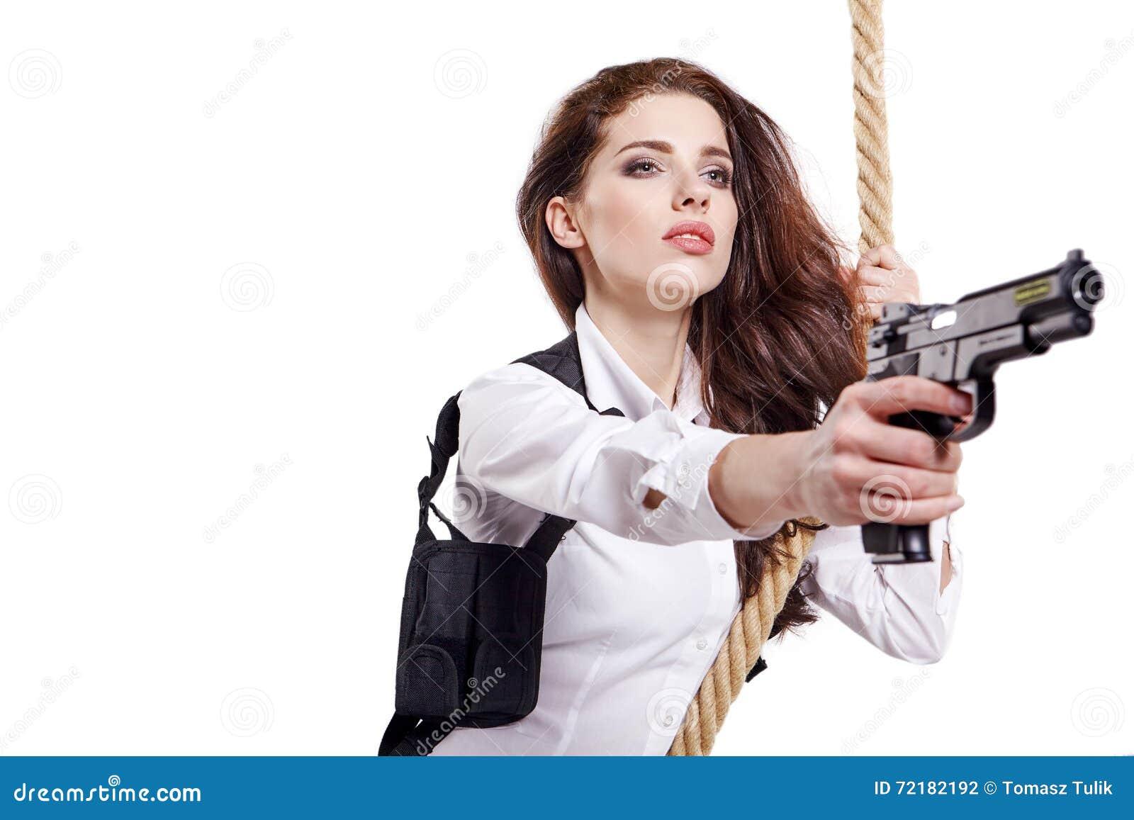 拿着枪的少妇