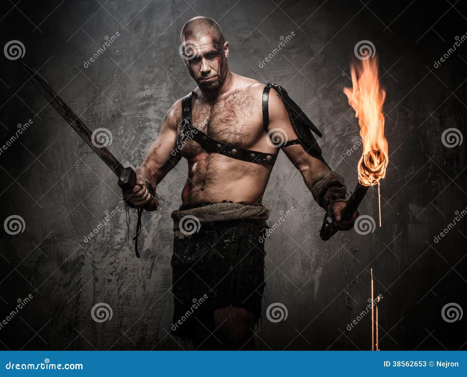 拿着火炬和剑的受伤的争论者
