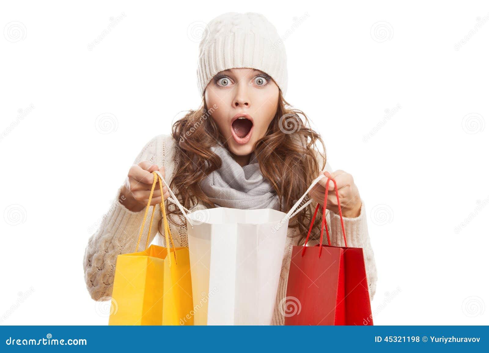 拿着袋子的购物的惊奇的妇女 冬天销售