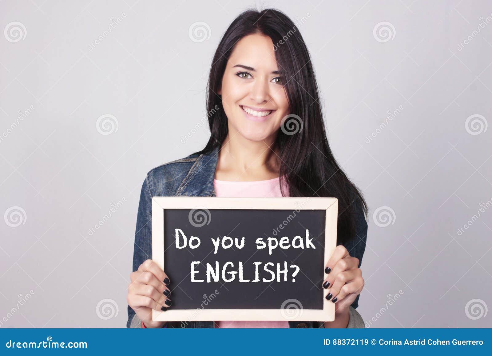 拿着说的黑板的少妇您是否讲英语?