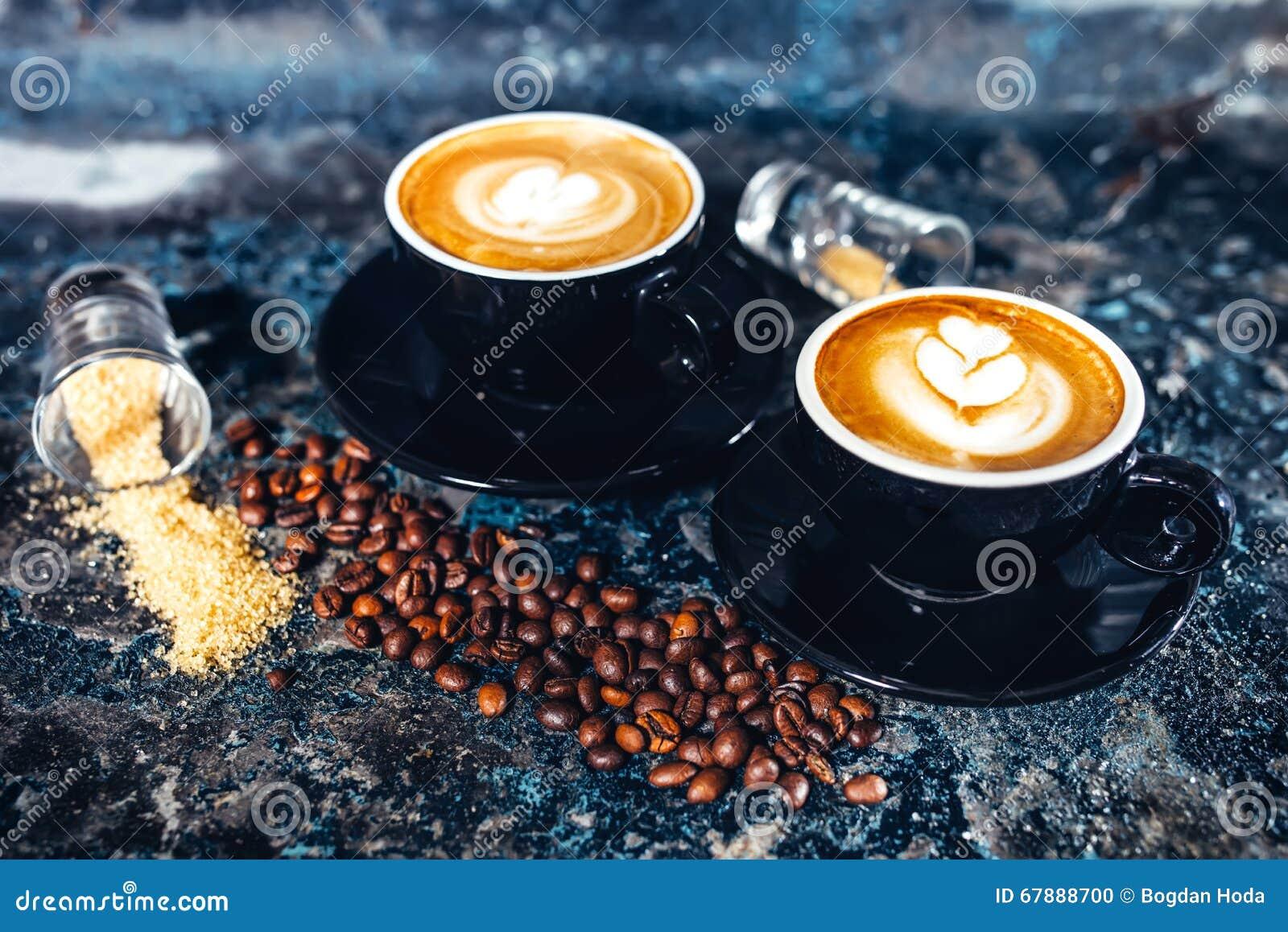 拿铁艺术浓咖啡咖啡 在酒吧供食的无奶咖啡