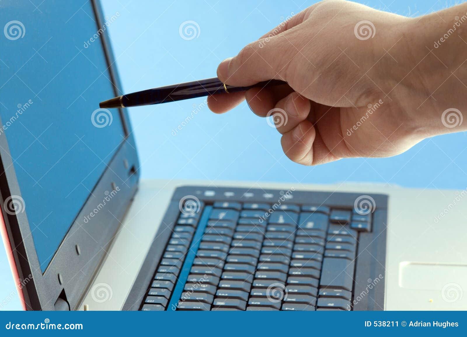 Download 指向屏幕的膝上型计算机人 库存图片. 图片 包括有 显示, 生意人, 商业, 复核, 关键董事会, 现有量, 会议 - 538211