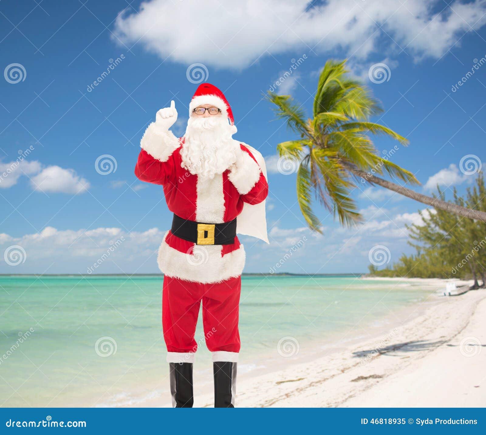 指向手指的圣诞老人服装的人图片