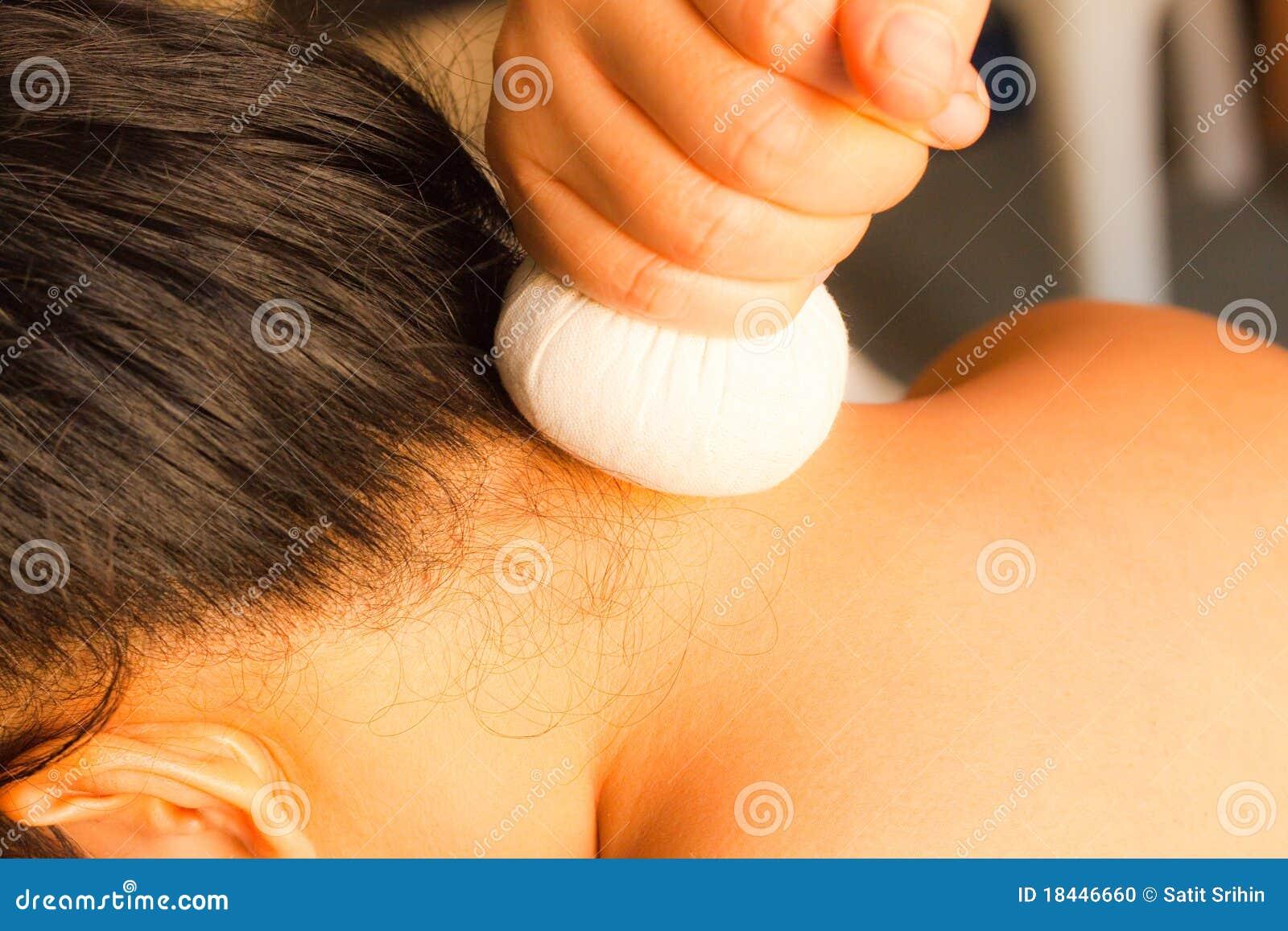 按摩脖子reflexology