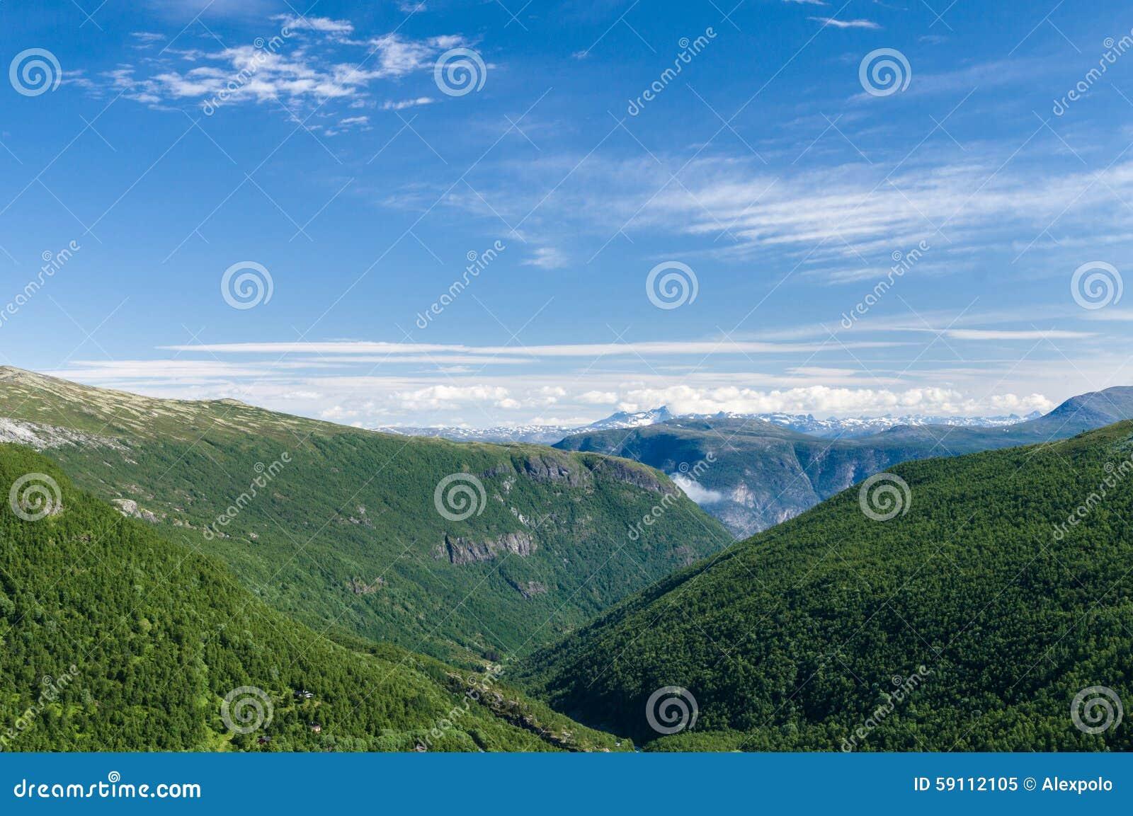 挪威山和谷