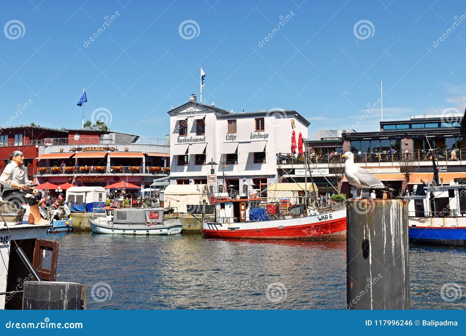 捕鱼港口`修改在波罗的海手段Warnemà ¼ nde的斯特罗姆`