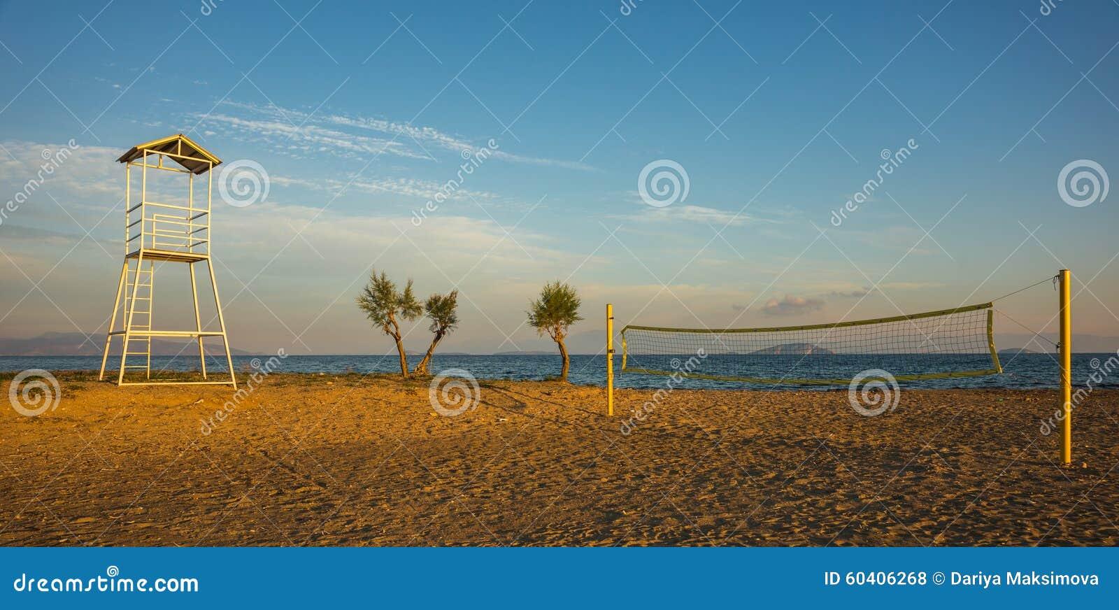 排球塔和网在沙滩