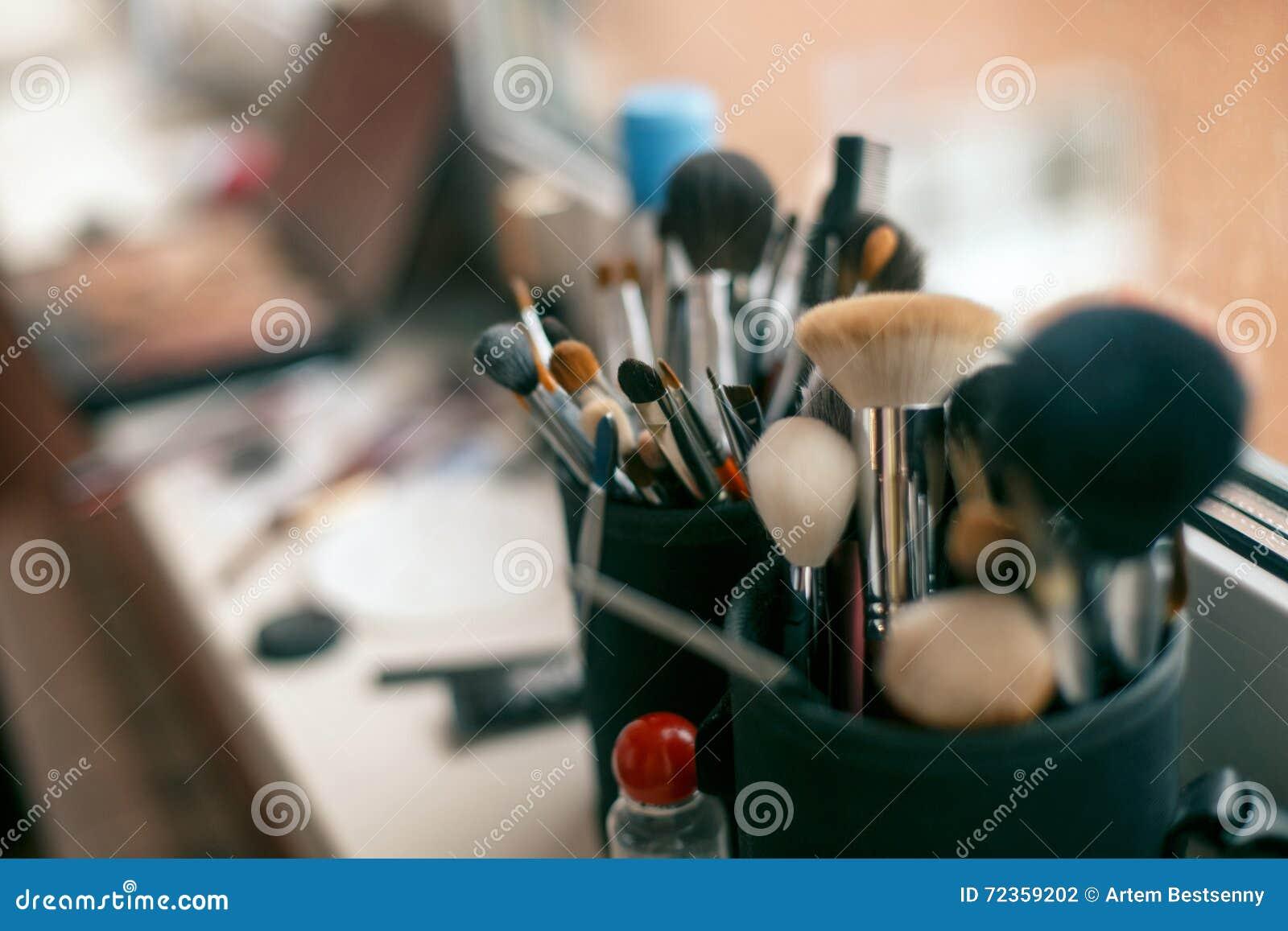 掠过化妆用品构成