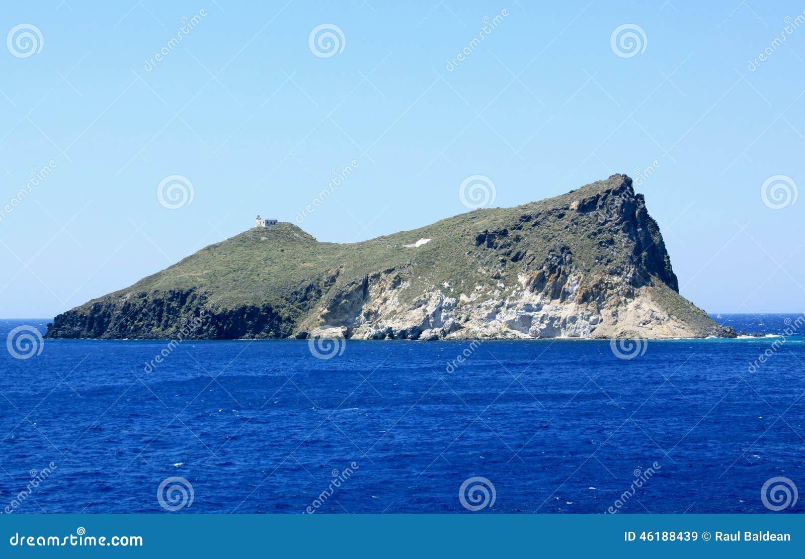 接近芦粟的离开的海岛