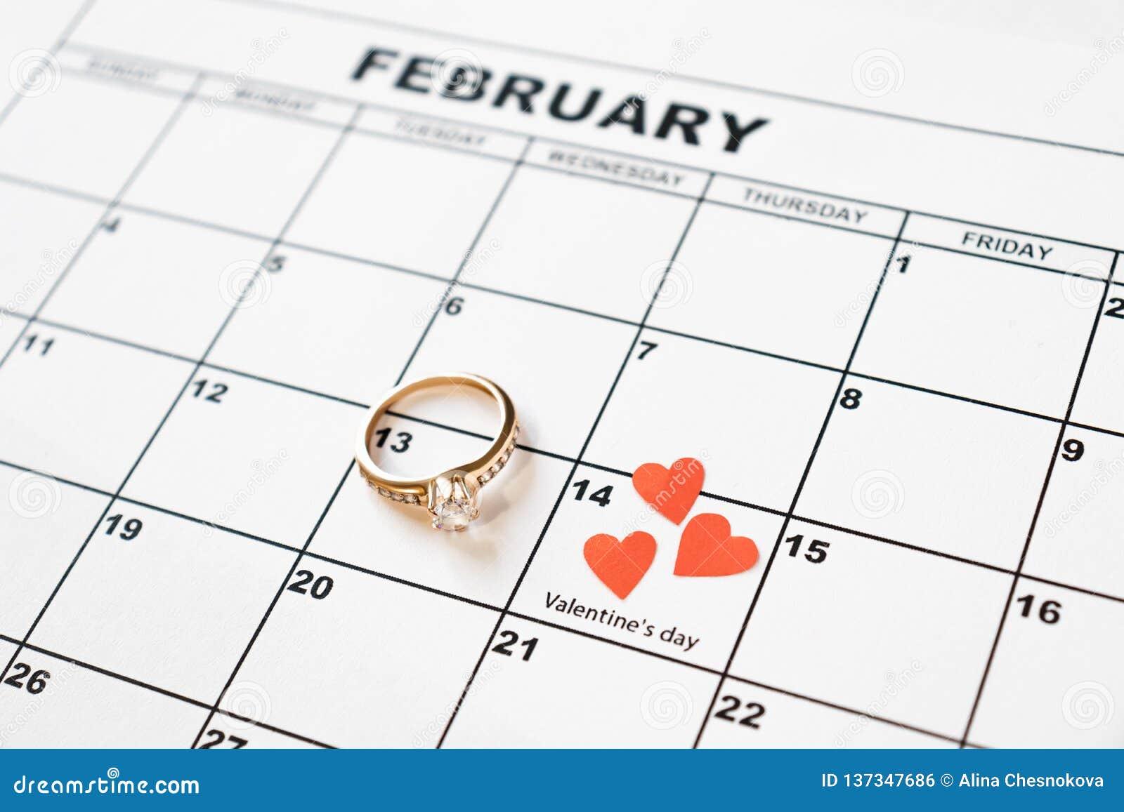 提供结婚 情人节,在日历的2月14日
