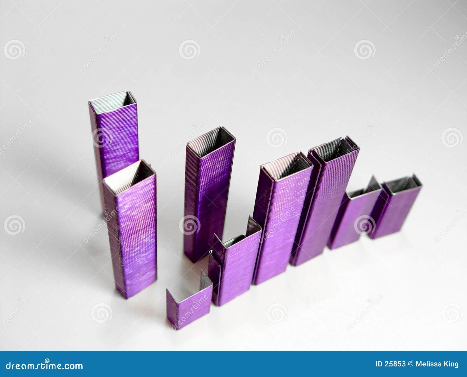 提取紫色钉书针