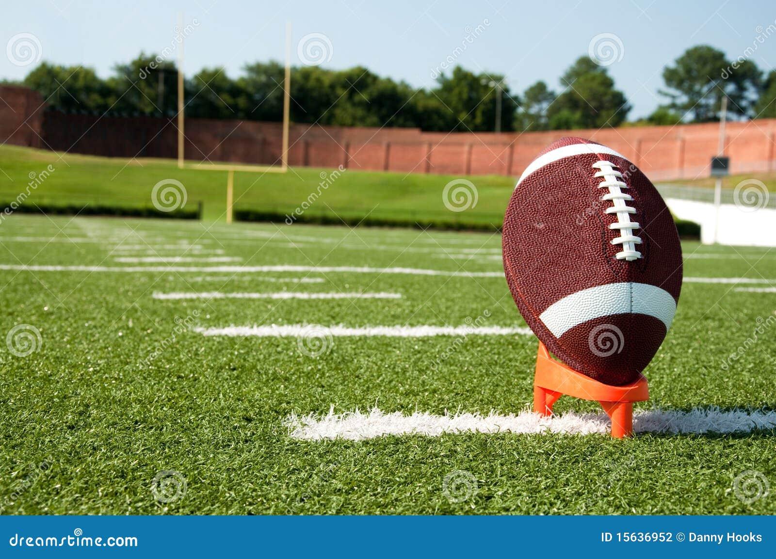 插入发球区域的橄榄球