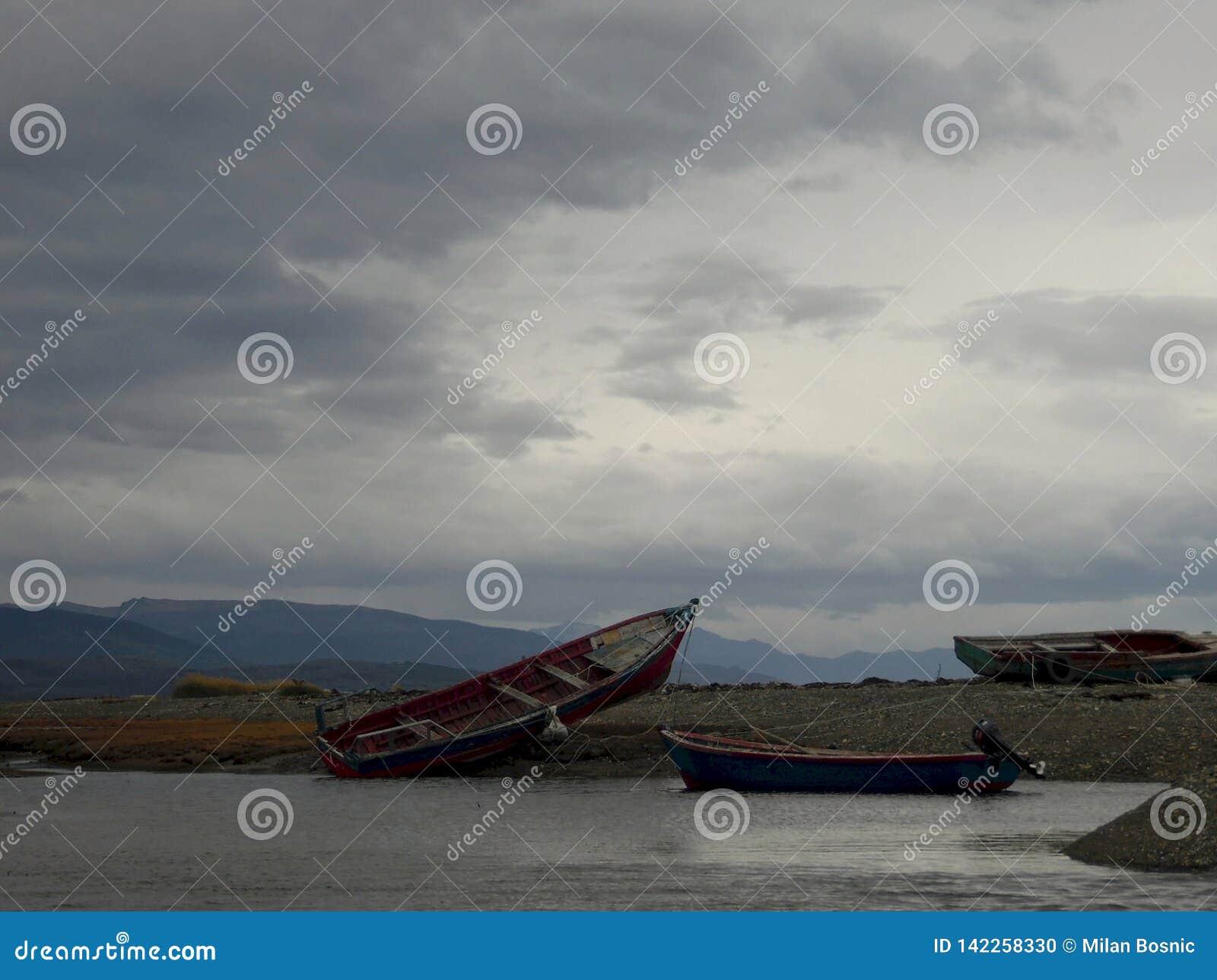 搁浅的渔船