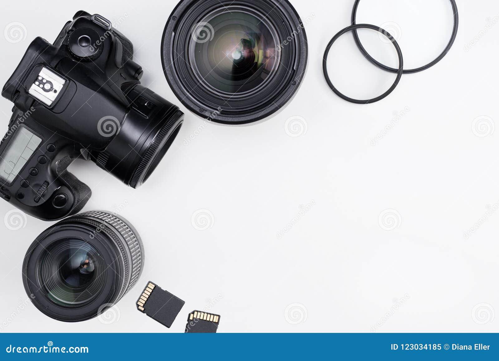 摄影设备和拷贝空间在白色桌