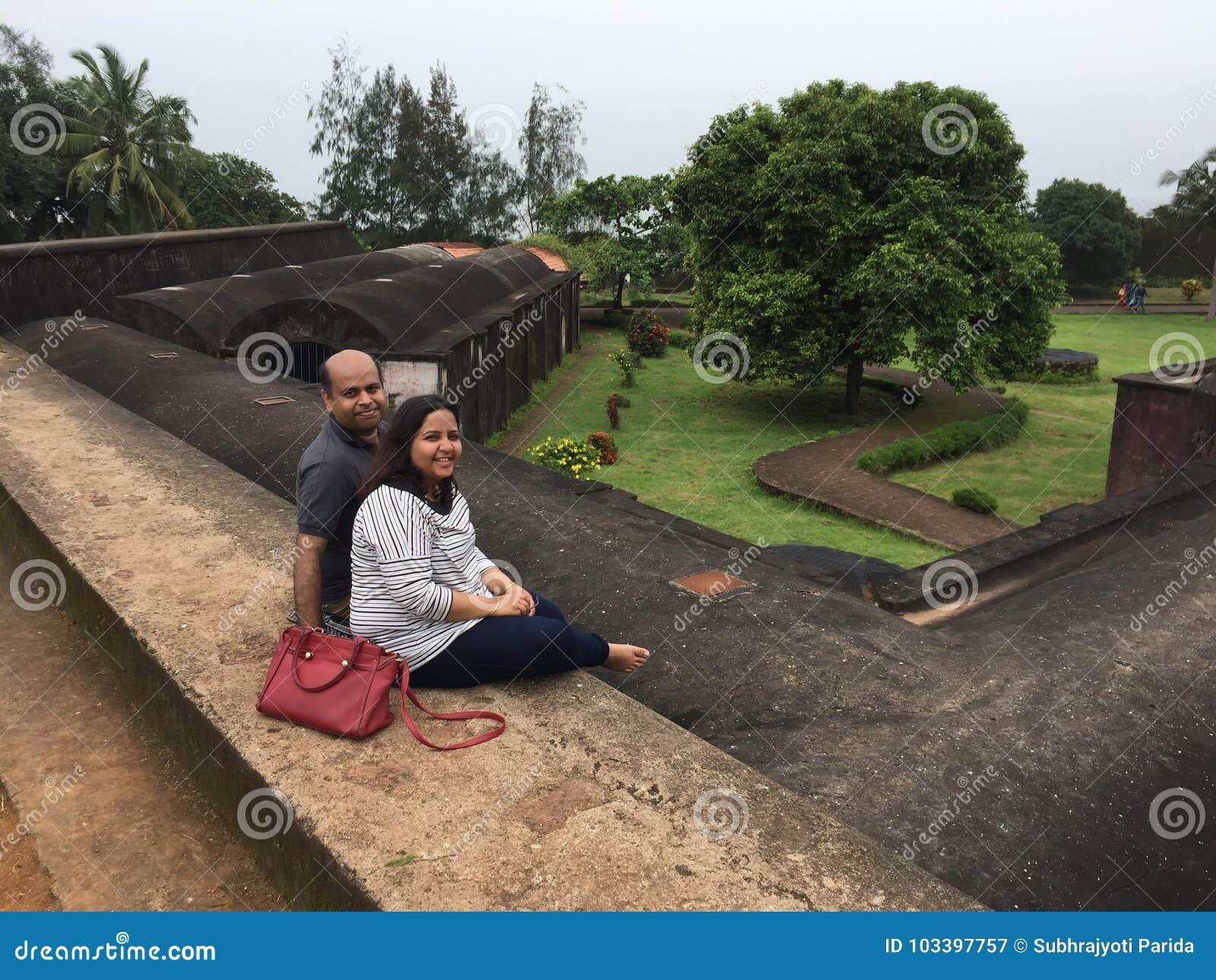 摆在圣Angelo's堡垒, Kunoor的一对年轻印地安夫妇
