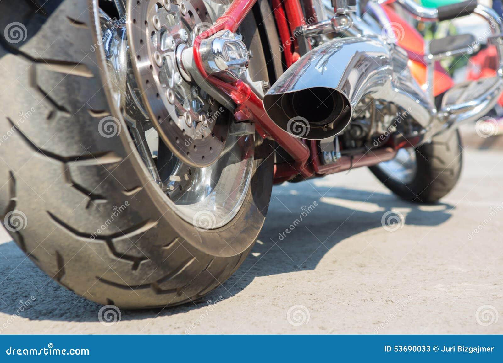 排气摩托车