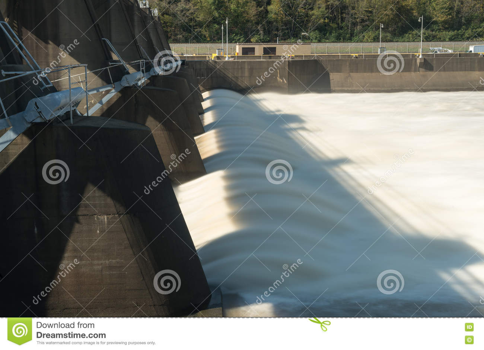 摩根敦锁和水坝在河Monongahela
