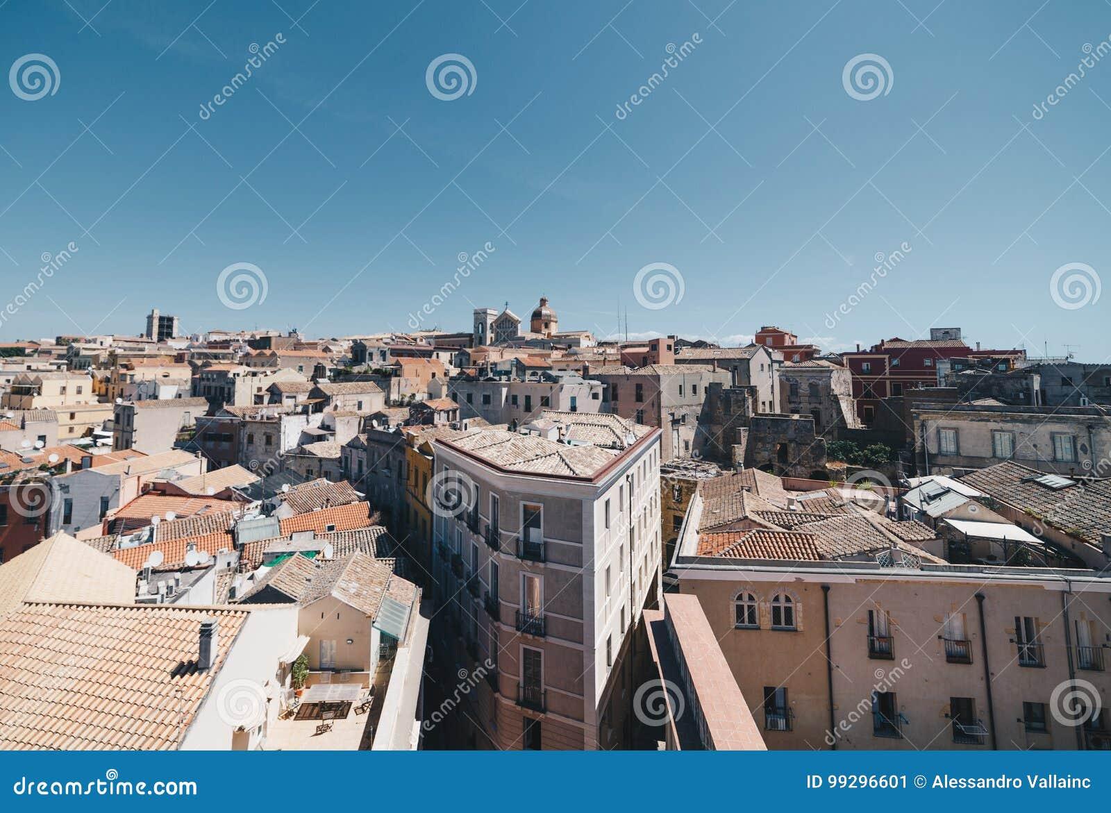 撒丁岛的首都的鸟瞰图从最高的塔的
