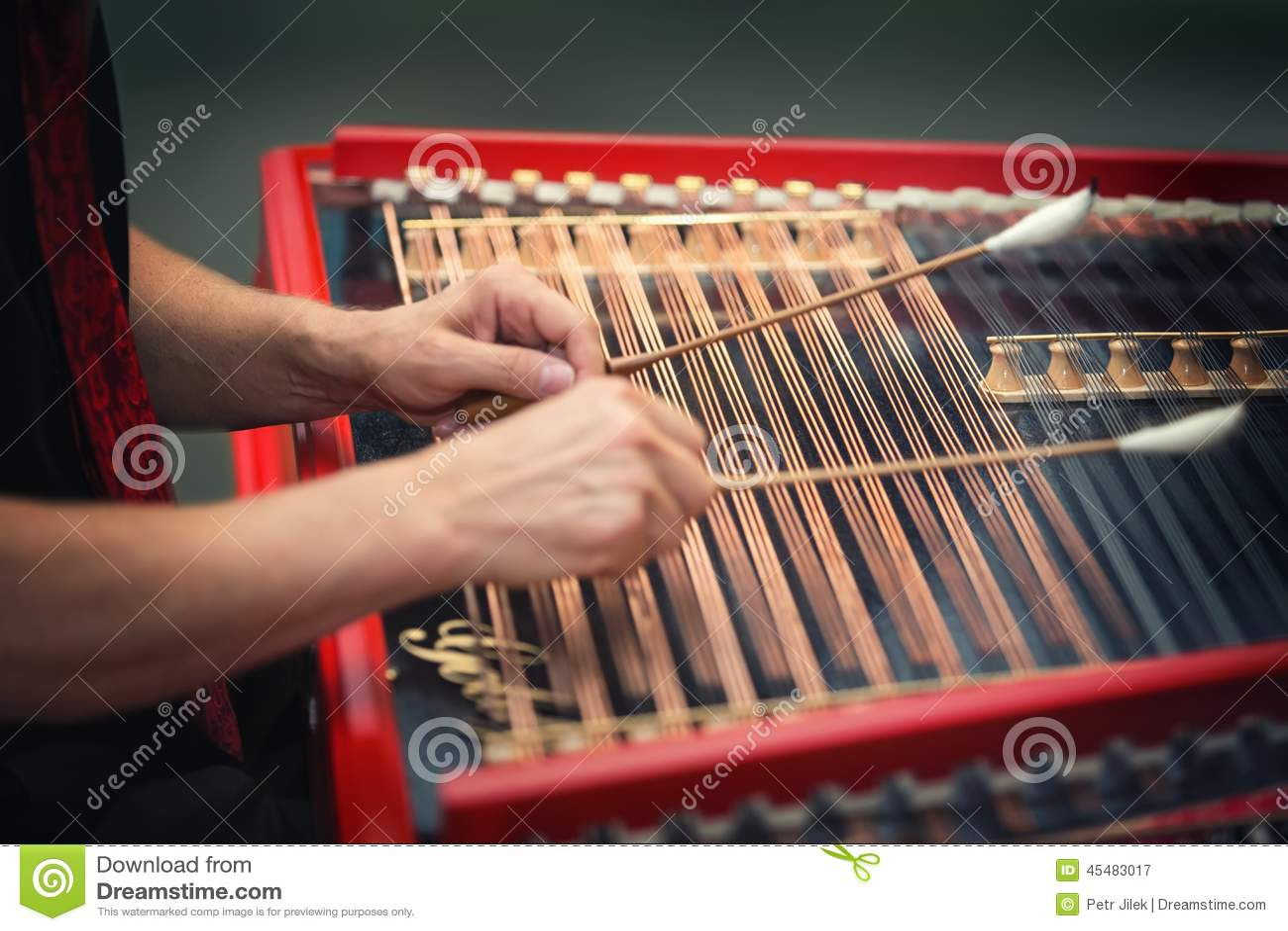 播放cimbalom
