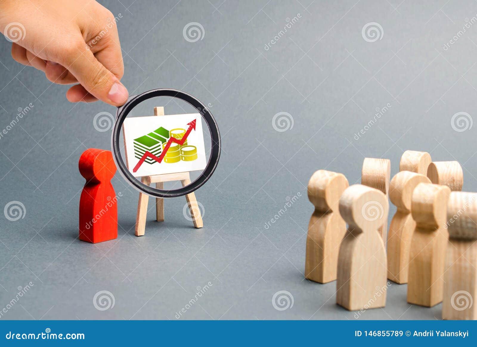 放大镜看一个人介绍对人简报,关于经营战略的讨论人群