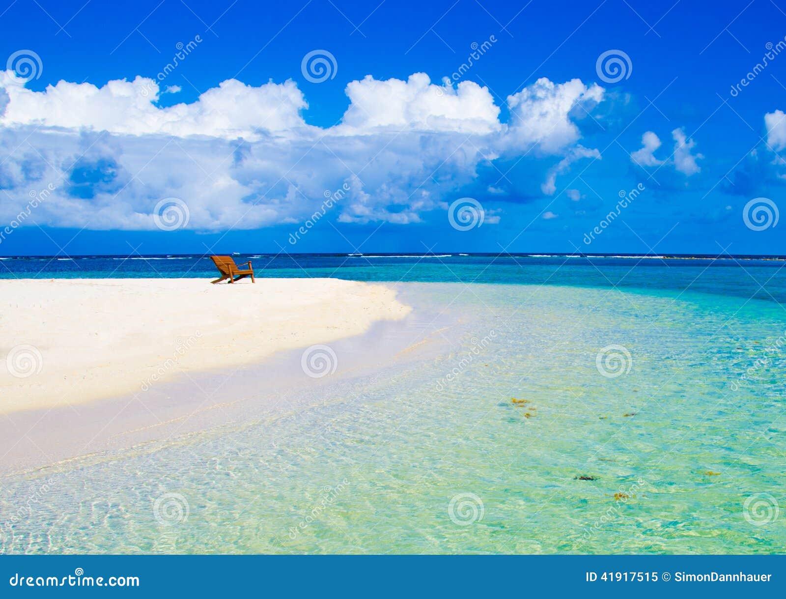 放松在椅子-美丽的海岛