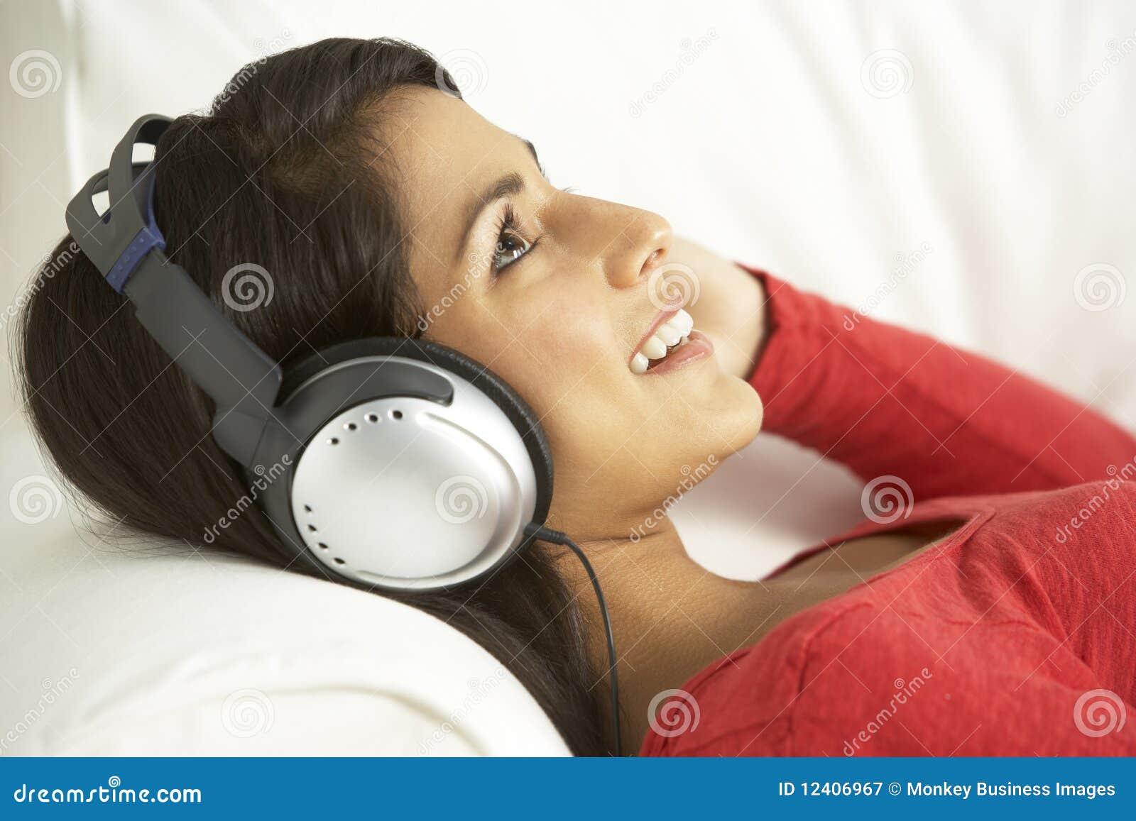放松对妇女的听的音乐