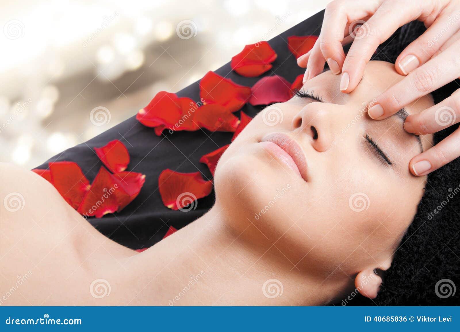 放松按摩脸面护理妇女