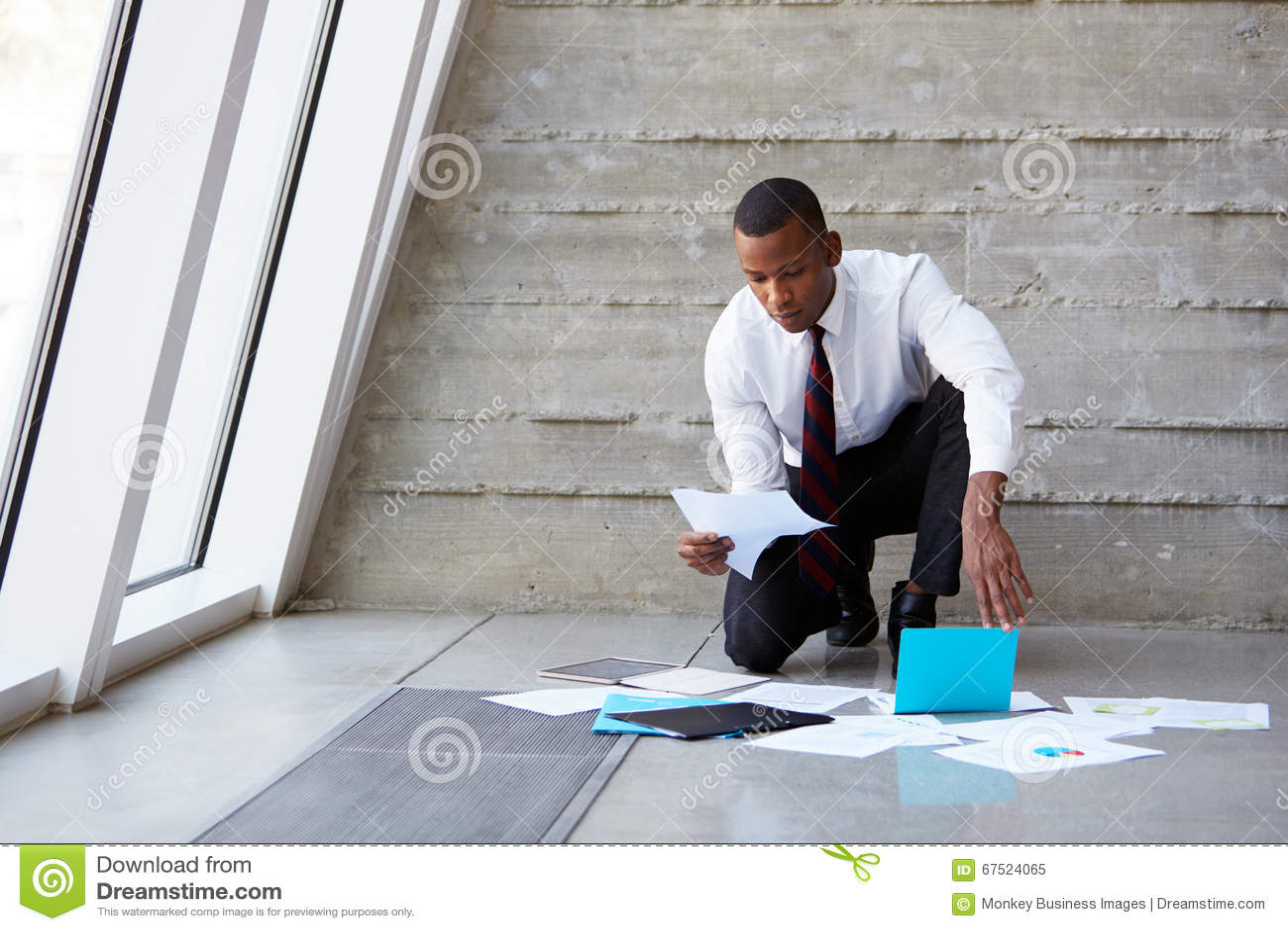 放置文件的商人在地板计划项目