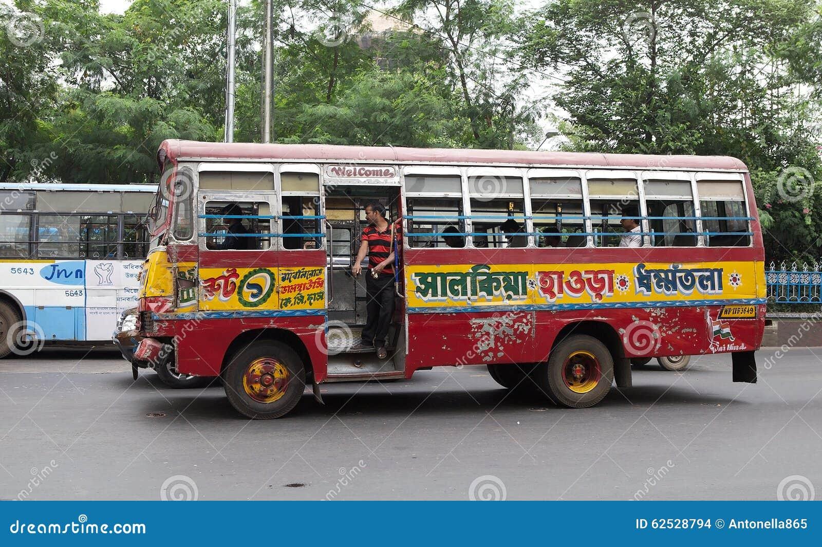 政府奔跑公共汽车在加尔各答,印度