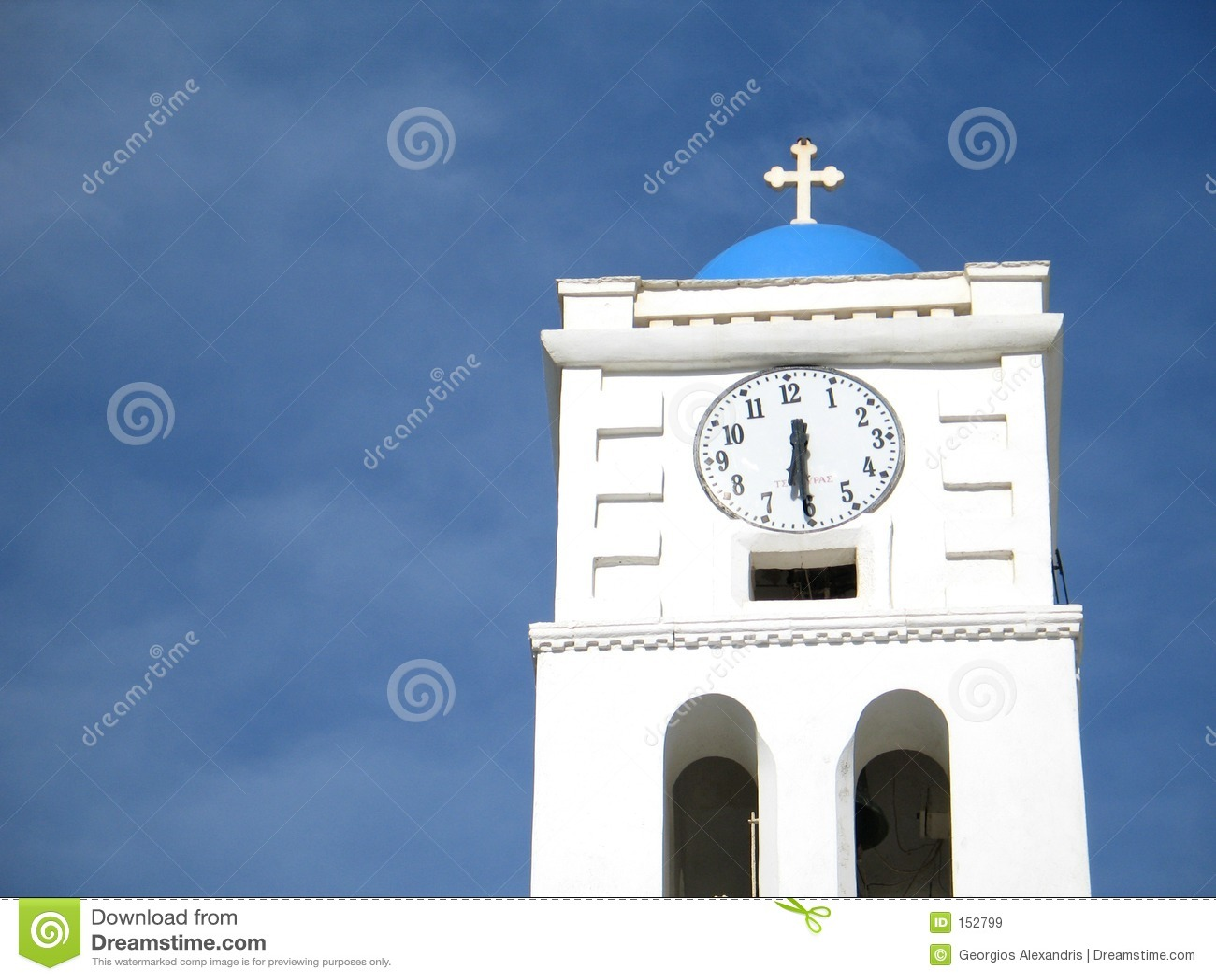 教会时钟尖顶
