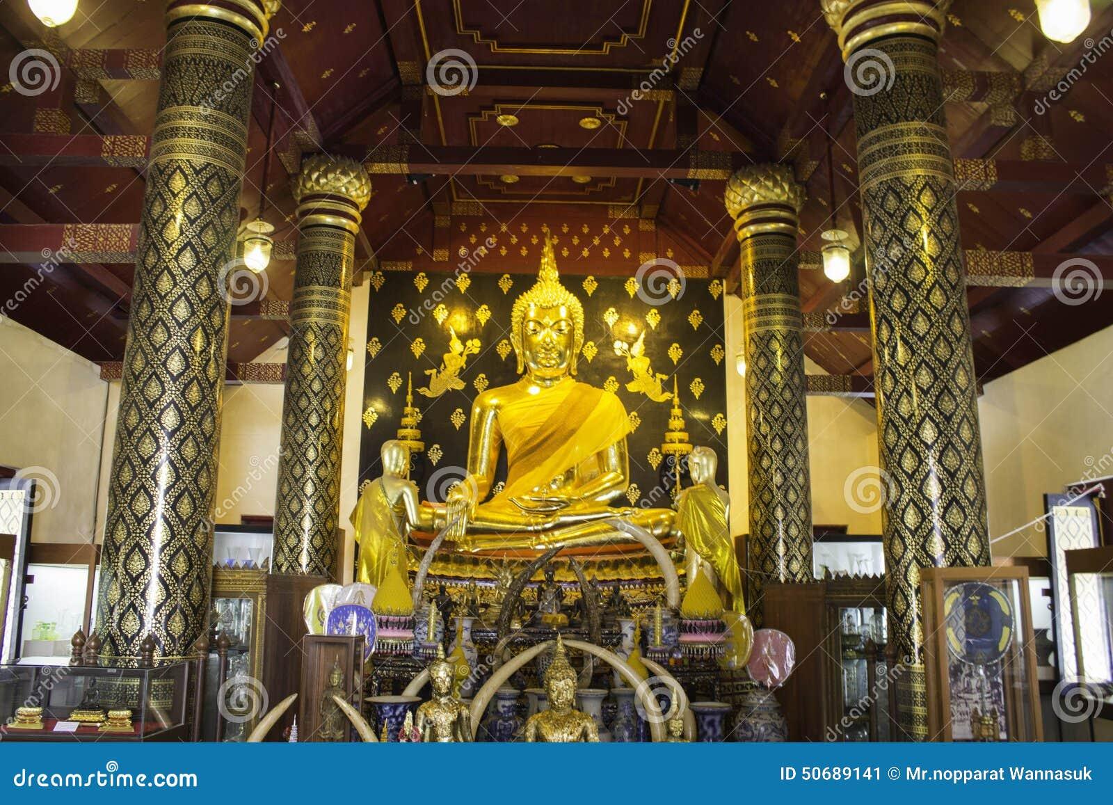 Download 教堂和泰国的寺庙艺术 编辑类照片. 图片 包括有 本质, 遗物, 泰国, 村民, 天空, 教士, 安排, 雕象 - 50689141
