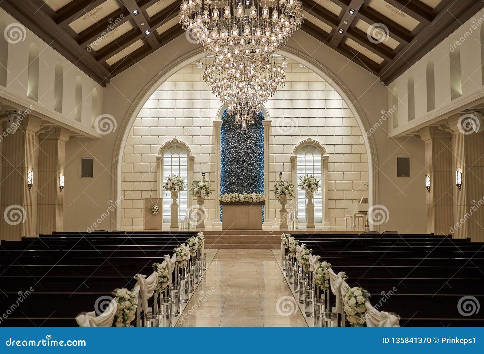 教堂样式结婚礼堂的内部