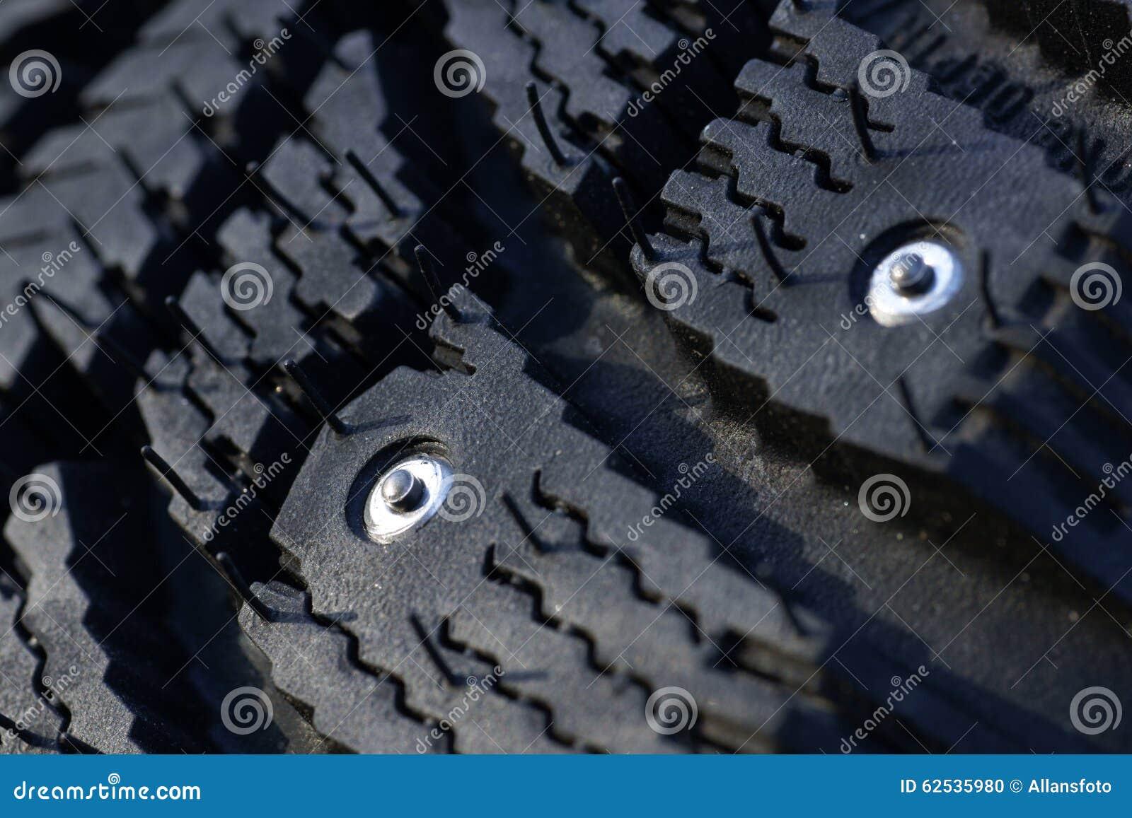散布的冬天轮胎