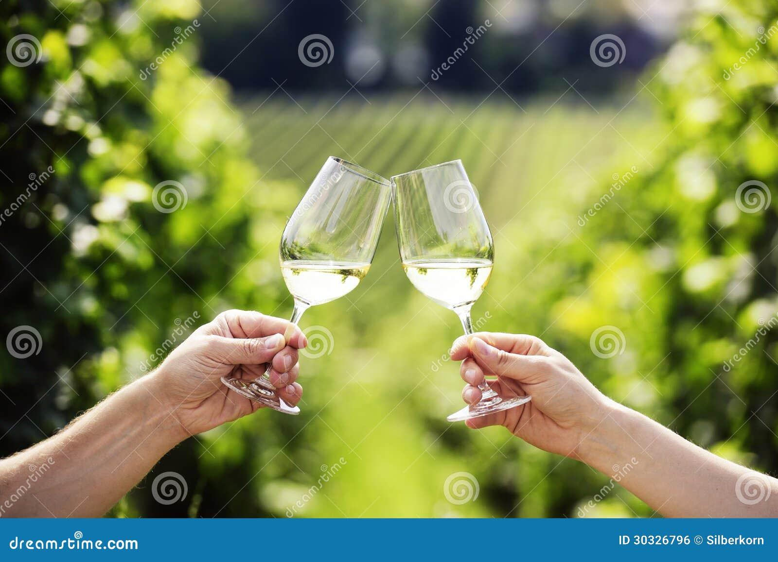 敬酒与二杯白葡萄酒