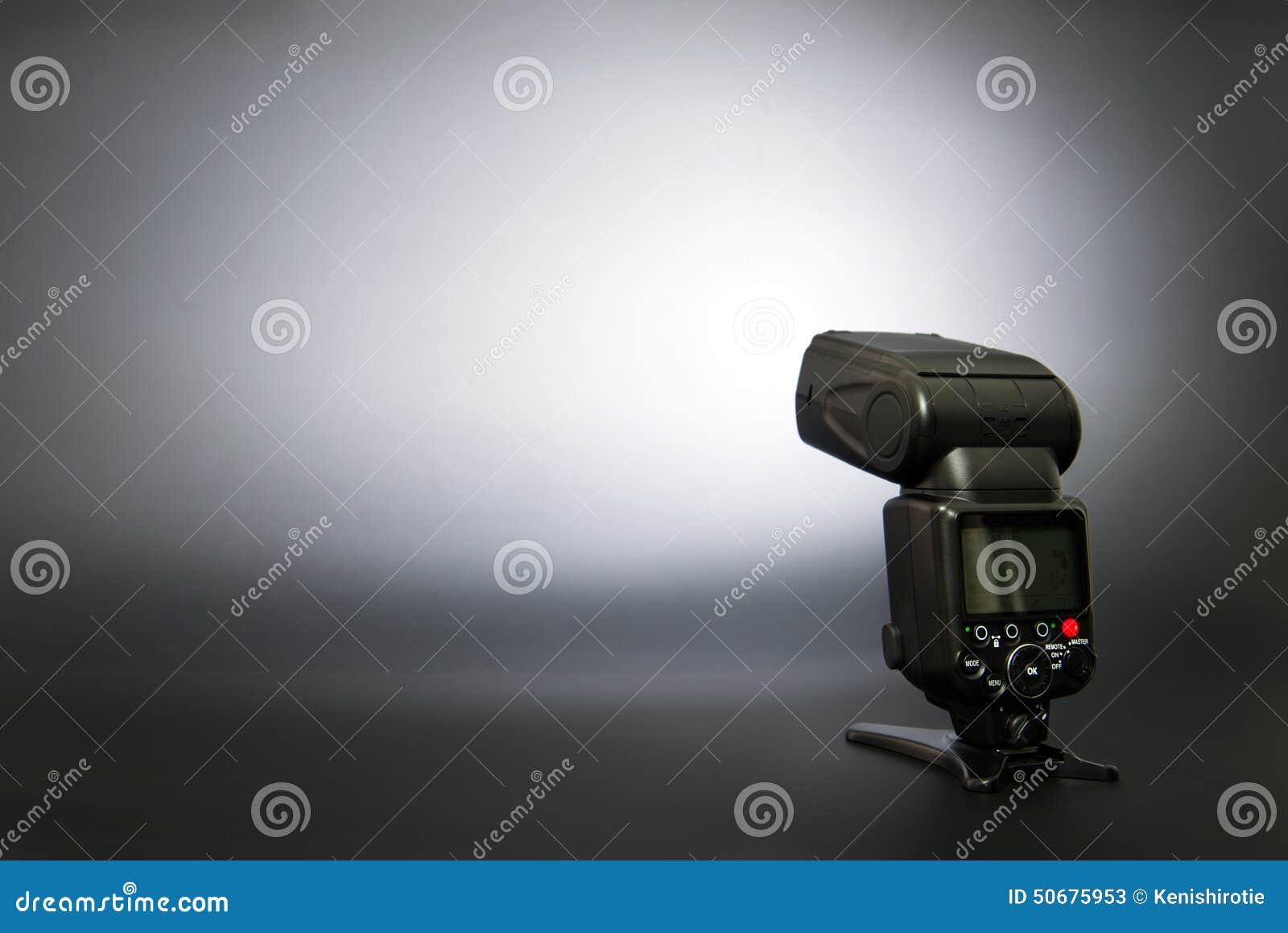 Download 数字照相机闪光 库存图片. 图片 包括有 摄影, 闪光枪, 技术, 对象, 闪光, 聚光灯, 照亮, 影片 - 50675953