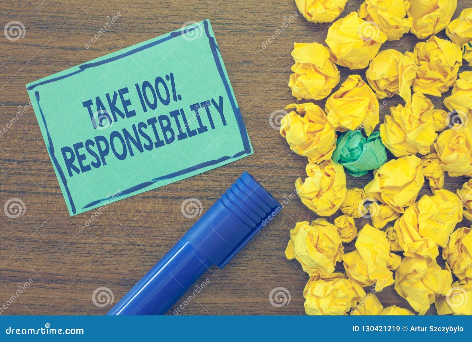 文本标志陈列承担100责任 概念性照片是充分地对您的行动和想法负有责任