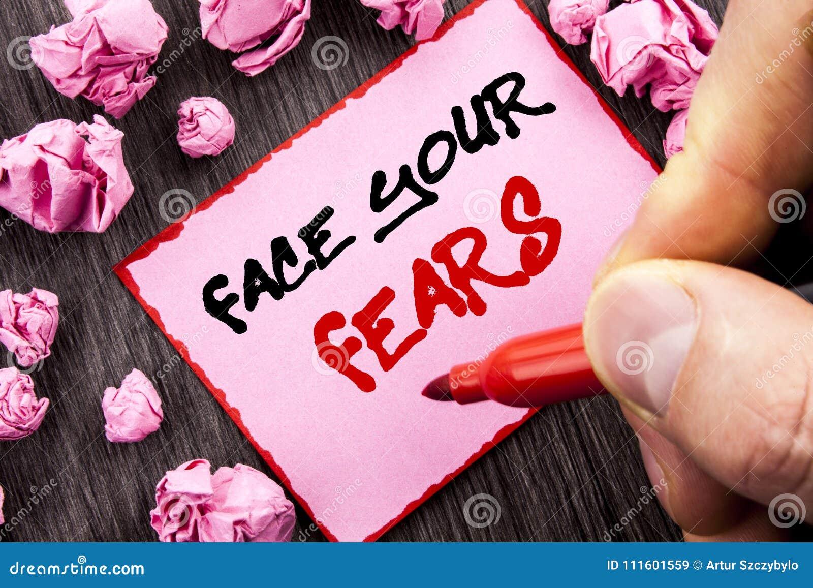 文本标志面孔您的恐惧 书面的挑战恐惧Fourage信心勇敢的勇敢的企业概念Pin稠粘的便条纸Fol