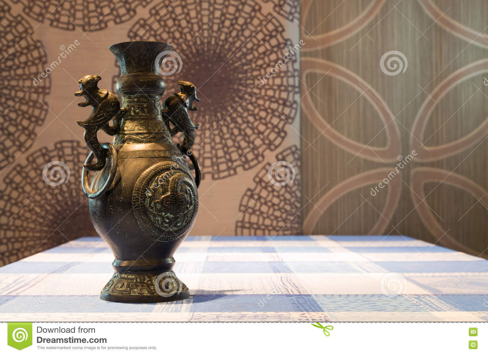 文物的古铜色花瓶
