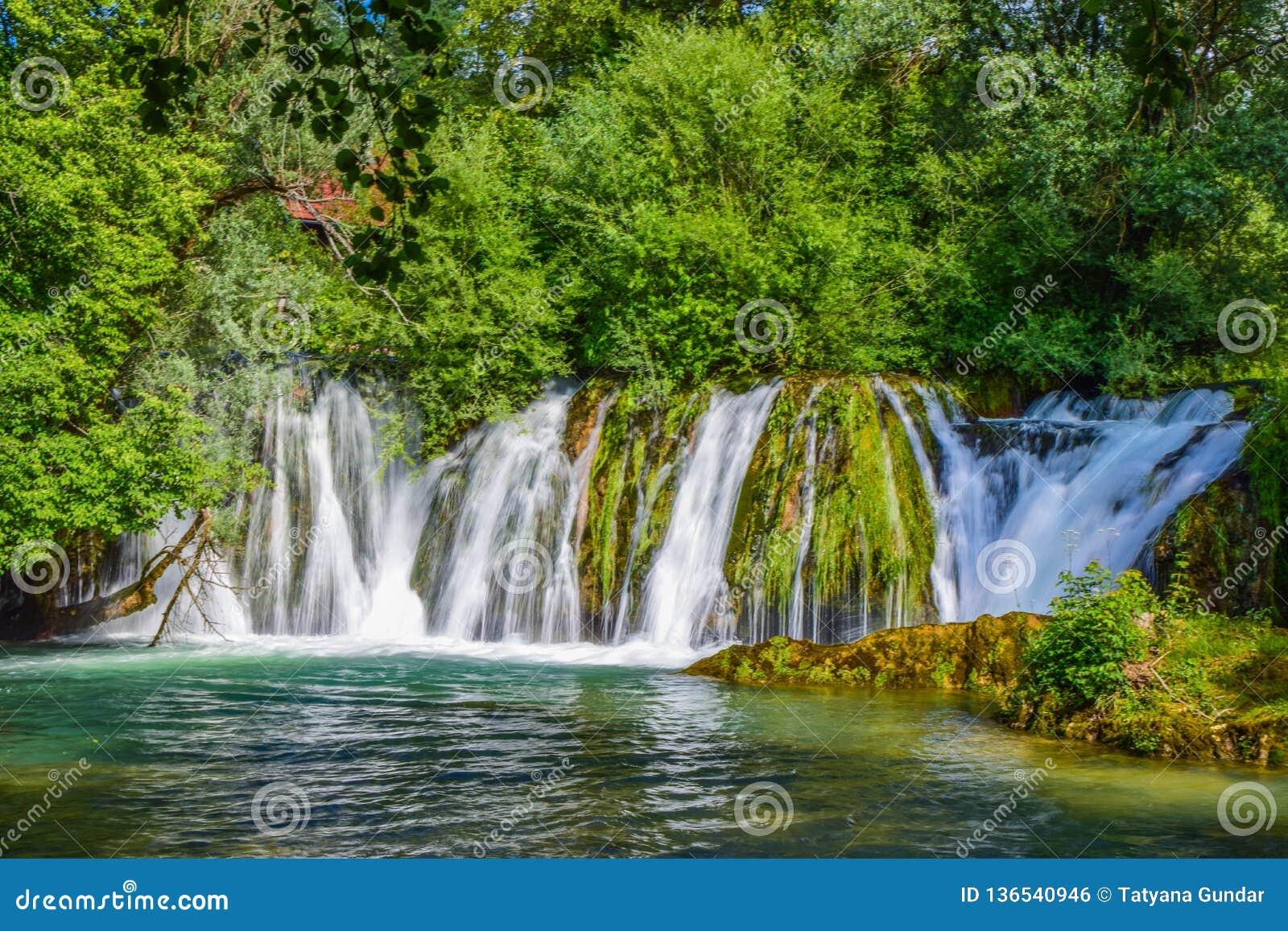 斯卢尼瀑布
