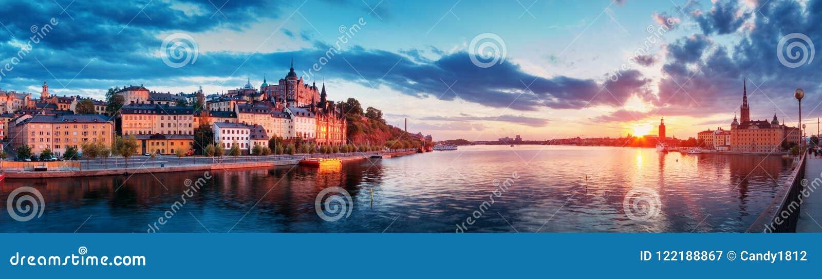 斯德哥尔摩在晚上在夏天