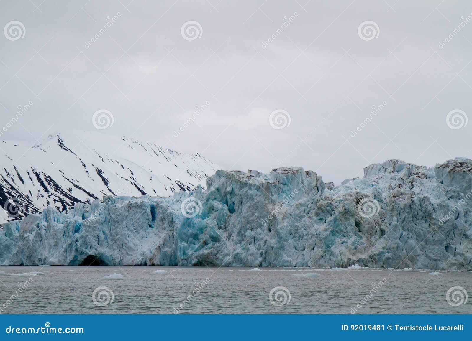斯瓦尔巴特群岛冰川