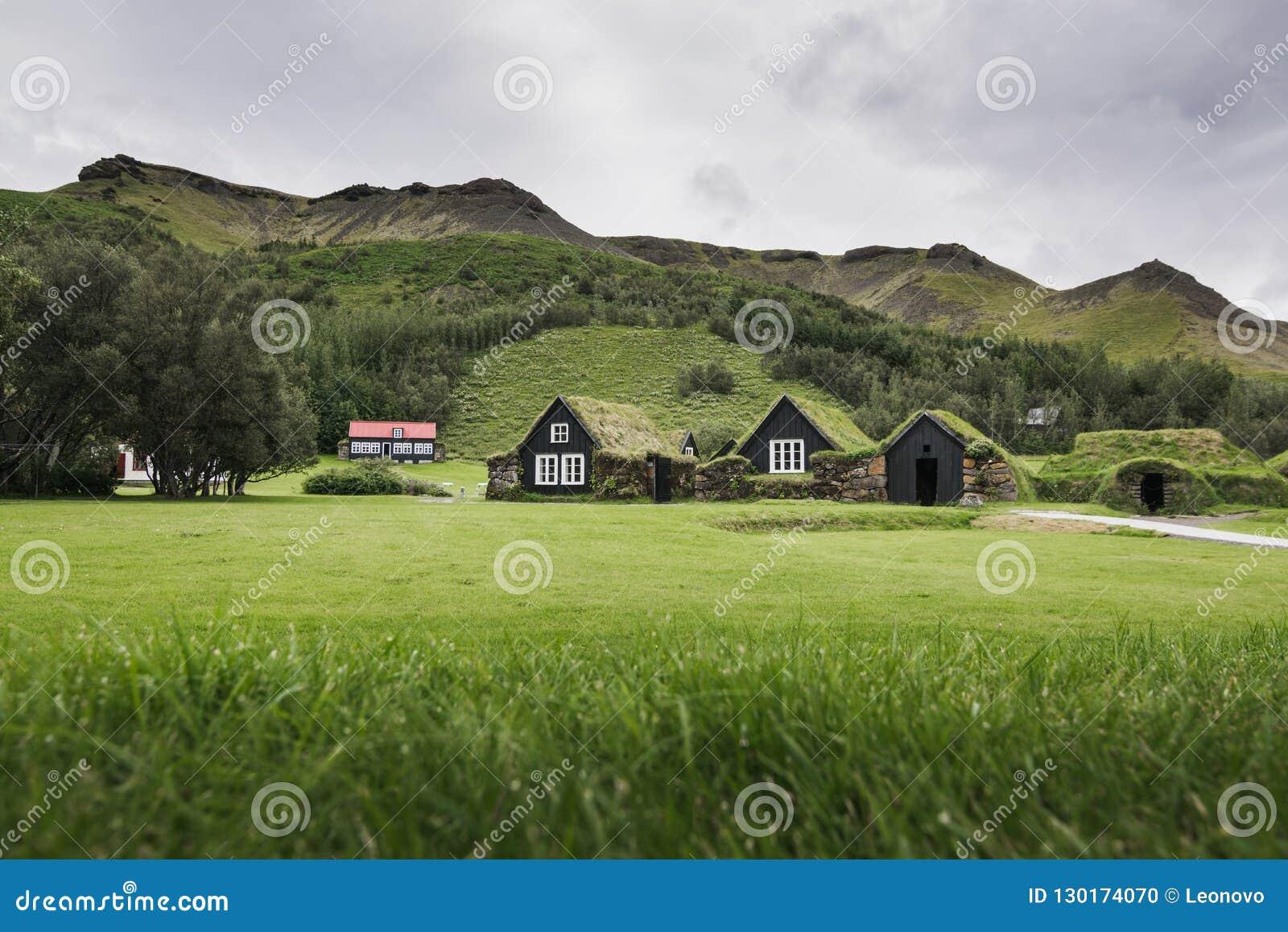 斯科加尔,冰岛- 2018年8月:有草屋顶的传统冰岛草皮房子在斯科加尔露天博物馆,冰岛