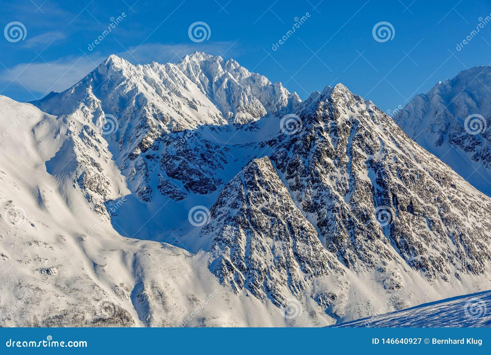 斯诺伊山在北极挪威