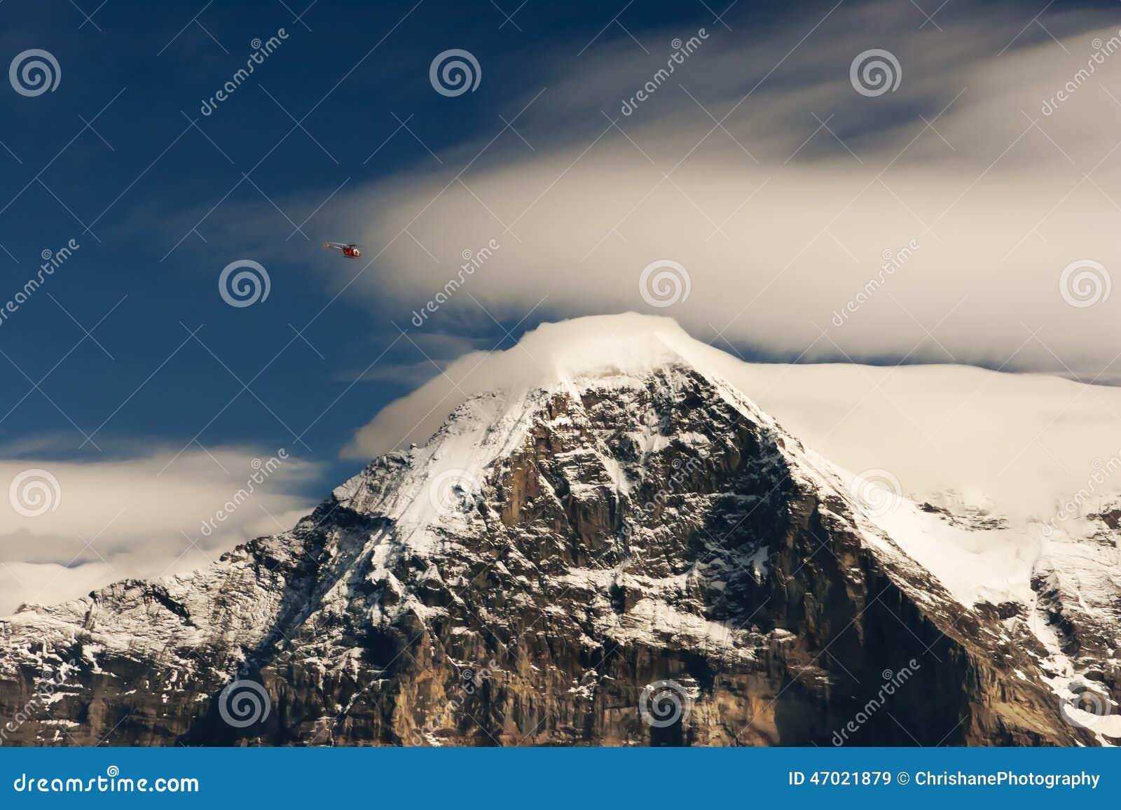 斯诺伊艾格峰和直升机