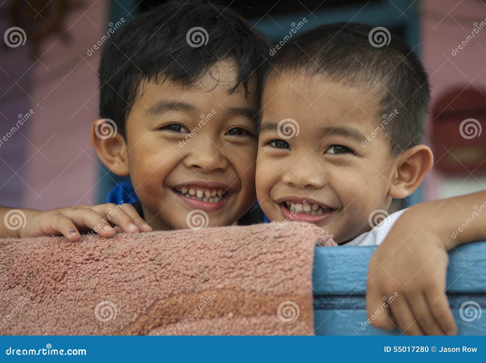 斯里巴加湾市/BRUNEI, 2007年2月10日-的孩子