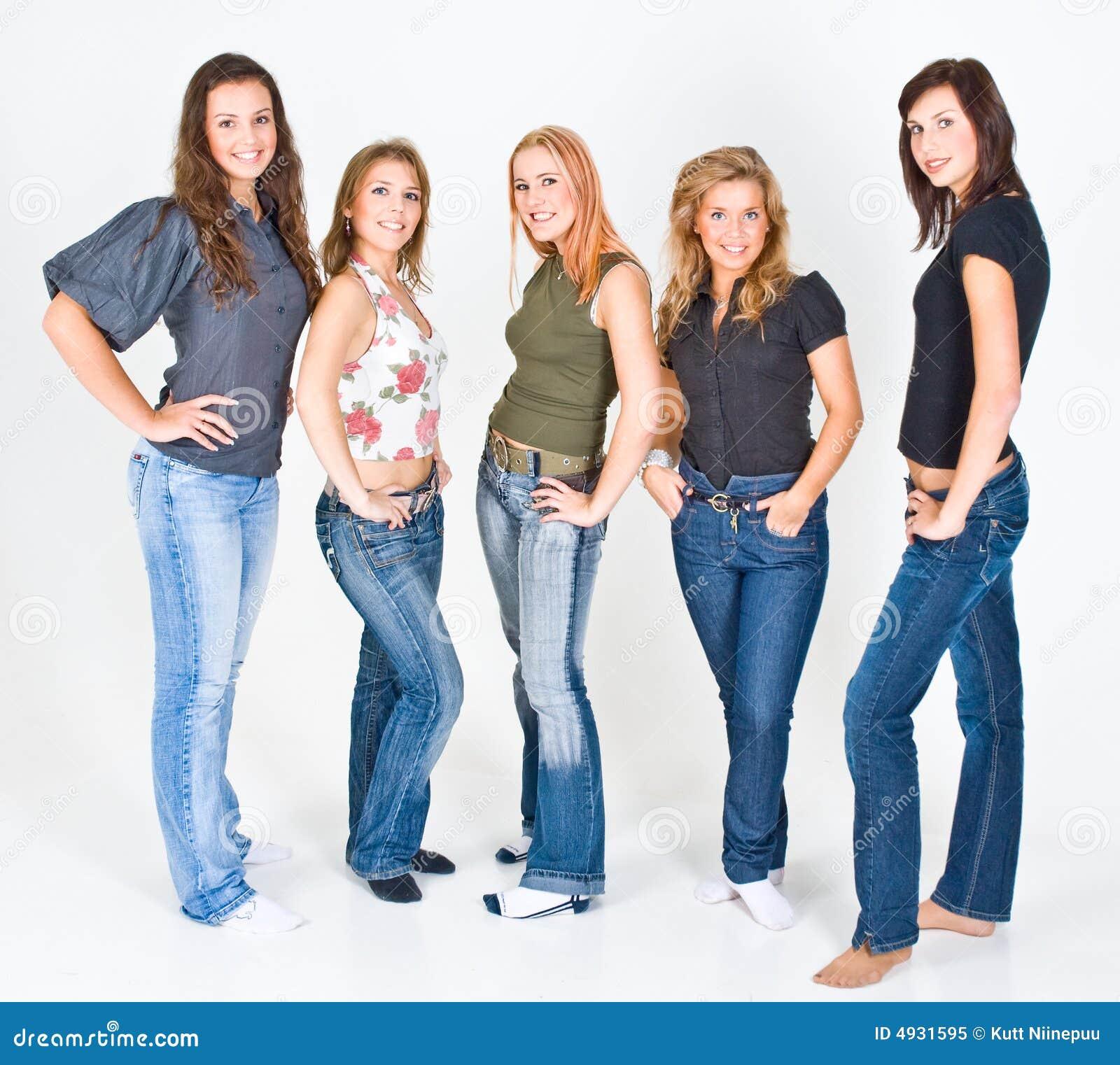 新五名摆在的妇女